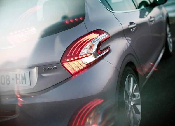 Tył reflektor Peugeot 208
