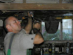 Warsztat samochodowy, mechanik
